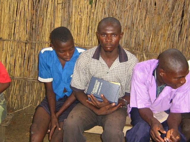 Malawi_bibles