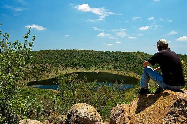 www_gauteng_net-TswaingCrater_1-620x413