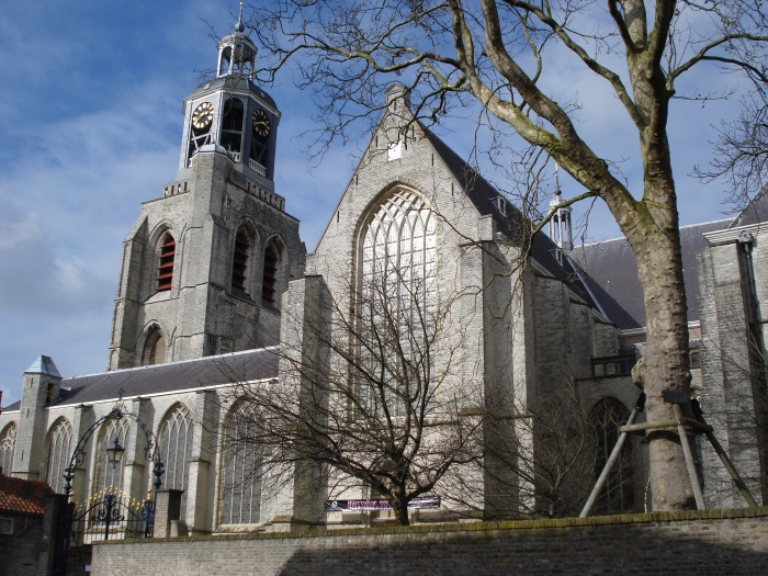 Bergen_op_Zoom_Gertrudiskerk_sideview